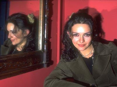 İstanbul Üniversitesi Devlet Konservatuarı Tiyatro Bölümü mezunu olan Hande Ataizi , 1996 yılında çekilen 'Mum Kokulu Kadınlar' filmi ile şöhret kapısını araladı ve o yıl Antalya Film Festivali'nde 'En İyi Kadın Oyuncu' ödülünü aldı.