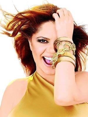 İzel şimdilerde Türkiye'nin en iyi kadın yorumcularından biri olarak kabul ediliyor.