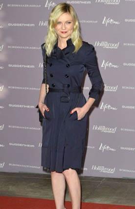 Kirsten Dunst, sarışın ve açık tenli bir kadın.