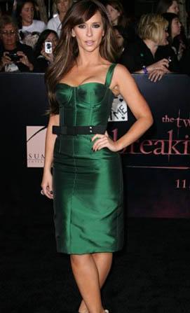 Jennifer Love Hewitt, elbisesiyle böyle görünüyordu.