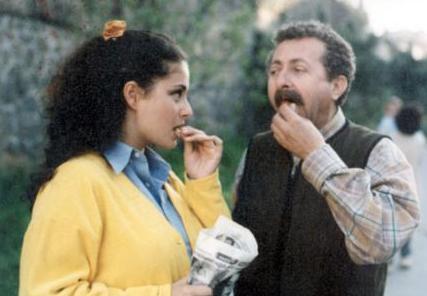 TEMEL' İN ŞİRİN'İ Burhan'ın ayrılmasından sonra Mahallenin Muhtarları'na Esra Akkaya katıldı. Orada canlandırdığı Şirin rolü nedeniyle uzun süre bu karakterin ismiyle hatırladı seyirci onu.