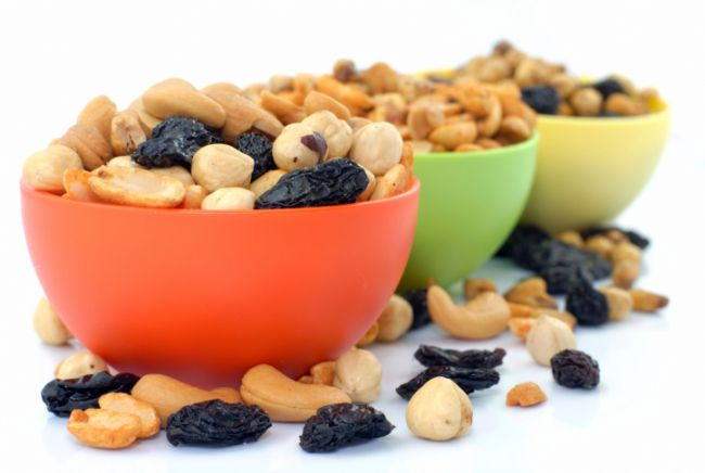 Fındık + kuru üzüm karışımı = fındığın kilo vermeye katkısı tartışılmaz, kuru üzüm ile beraber yersek, demir ve flavonoidlerden zengin bir karışım elde ederek metabolizmamızın hızına katkıda bulunmuş oluruz.