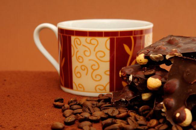 Süt + bitter çikolata = Çikolata mutlu eden ve metabolizmamızı hızlandırabilen keyifli bir abur cubur. Sütle birlikte ölçülü miktarda çikolata tüketmek kilo verme hızını oldukça yükseltiyor.
