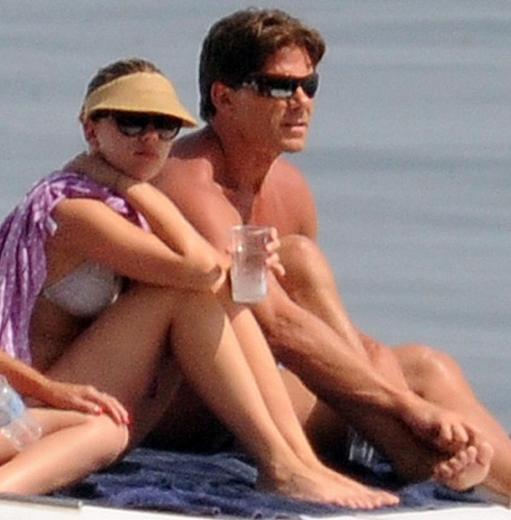 Johansson, denize girmek yerine bütün gün teknede güneşlenmeyi tercih etti.