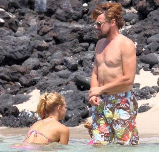 Birbirlerinden bir dakika bile ayrılmayan DiCaprio ve Heatherton kumsalda aşk tazeledi.