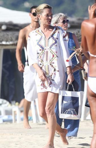 Kate Moss ilerleyen yaşına rağmen hala en çok kazanan mankenlerden biri.