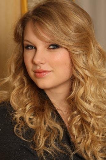 Dünyanın önde gelen ekonomi dergilerinden Forbes, 30 yaşın altında en çok kazanan ünlülerin listesini açıkladı. İlk sırada ABD'li country şarkıcısı Taylor Swift var. 22 yaşındaki Swift geçen yıl toplam 57 milyon dolar kazandı.   İşte 30 yaşın altında olup da geçen yıl en çok kazanan 10 yıldız.
