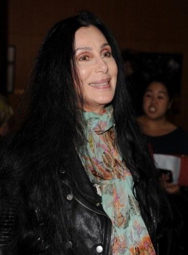 Cher, perukları için ayrı bir oda istiyor.