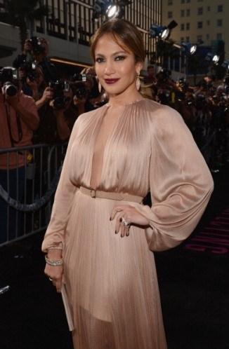 Jennifer Lopez'in isteği ise pek ilginç. J.Lo kahvesinin saat yönünün tersine karıştırılmasını istiyor.