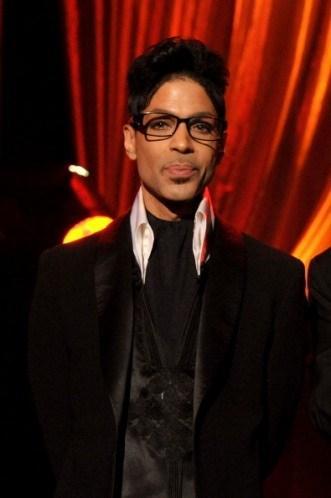 Prince, konserden önce etrafta ona bir doz B12 enjekte edebilecek bir doktor bulundurmayı zorunlu tutuyor.