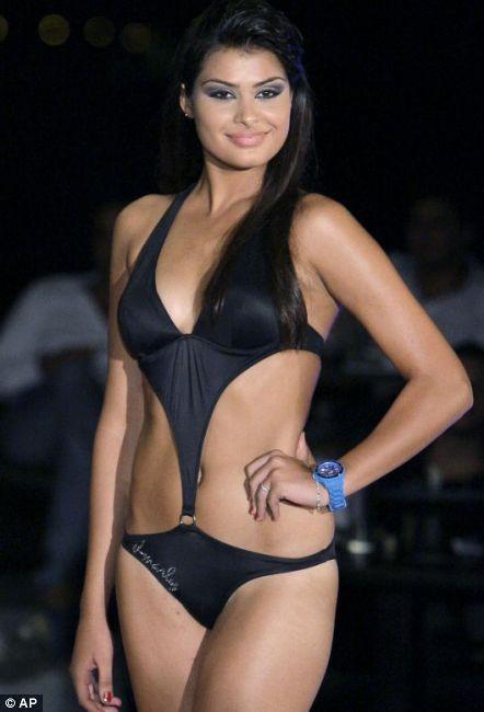 """Yarışmanın ikincisi Rusya'dan Ulyana Berdysheva, üçüncüsü ise Tayland'dan Kannika Khunkaeo oldu. """"Miss World in the Next Top Model 2012"""" adlı yarışmaya dünyanın dört bir yanından 38 manken katıldı."""