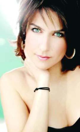 Ünlü şarkıcı Leman Sam'ın kızı olan Şevval Sam yaptığı işlerde annesiyle kıyaslanmaktan da rahatsız.