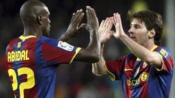 HEP HAYALİNİ KURMUŞ  Müslüman olduğunu açıkladıktan sonra adını Bilal olarak değiştiren futbolcu 'Küçük yaştan itibaren hep Müslüman olmanın hayallerini kuruyordum, aslında eşim Cezayirli ve Müslüman. Ancak ben tamamen kendi tercihimle İslam'ı seçtim' diyerek önemli bir açıklama yapmıştı.  Her fırsatta Müslüman kimliğini ortaya koyan ve buna gore yaşamaya çalışan Barcelonalı Eric Abidal'in Fransa Milli Takımı kafilesiyle birlikte yaptığı uçak seyahatinde çekilen fotoğraf paylaşım sitelerinde yoğun ilgi gördü.