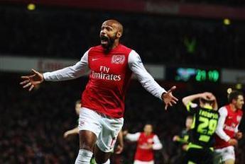 """Thierry Henry - Futbolcu  Dünyaca ünlü Fransız golcü Thierry Henry, Fransa Milli Takımı'ndan arkadaşları Anelka ve Ribery'den etkilenerek İslam'la tanıştığını söyledi.  Henry, """"İslam'la tanışmamda Anelka, Abidal ile Ribery'nin etkisi oldu. Onlarla konuştukça kendimi İslam'a yakın hissettim ve kalbimle İslam'a inandım. İslamiyet benim için her şeyden önce gelmeye başladı."""" dedi."""