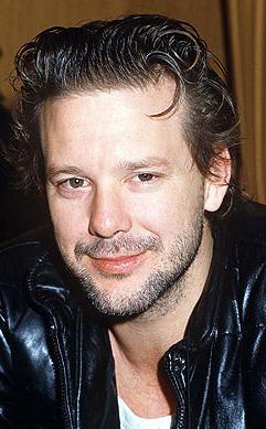 Özellikle 1980'yi ve 90'lı yıllarda dünyanın en yakışıklı erkeklerinden biri olarak tanınıyordu.