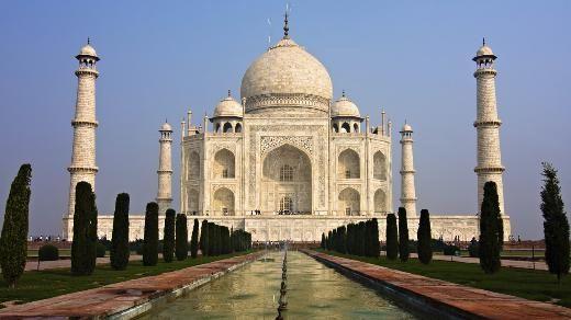 """5- Tac Mahal, Hindistan  Şüphesiz dünyanın en ünlü yapılarından biri. Üstelik en romantiği. Şah Cihan'ın kendisine 14'üncü çocuğunu doğururken ölen ikinci karısı Mümtaz Mahal anısında yaptırdığı bu beyaz mermer yapı, Hintli şair Tagore tarafından """"Sonsuzluğa karşı dökülmüş bir gözyaşı"""" olarak tanımlanmıştı."""