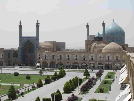 6- İmam Cami, İran  İsfahan'da 17'nci Yüzyılda inşa edilen cami, ışığa göre rengi değişen soluk mavi-sarı çinileri ve 54 metrelik kubbesi ile dünyanın en etkileyici camileri arasında.