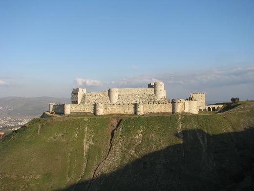 7- Crac des Chevaliers, Suriye  Humus yakınlarındaki haçlı seferleri sırasında inşa edilmiş bu beyaz kale, ortaçağın en güzel kalelerinden biri olarak UNESCO Dünya Mirası listesine girdi.