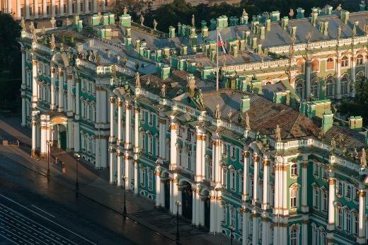 9- Kış Sarayı, Rusya  Rusya'nın St. Petersburg şehrindeki Kış Sarayı'nı Katerina yaptırdı. Binalar kompleksi, günümüzde dünyanın en göz alıcı koleksiyonlarına ev sahipliği yapan Hermitage Müzesi'ni de içinde barındırıyor.