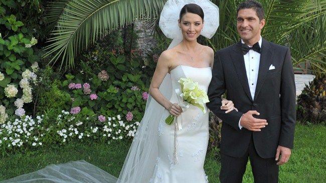 Nefise Karatay da nikah masasına olgun yaşta oturanlardan. 1976 doğumlu Karatay, geçen hafta Yusuf Day ile dünyaevine girdi. Çift, Esma Sultan Yalısı'nda nikah defterine imza attı.