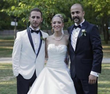 1980 doğumlu Akkaya, Esra Akkaya'nın kardeşi, Sarp Akkaya'nın da ikizi. Akkaya 32 yaşında evlendi.