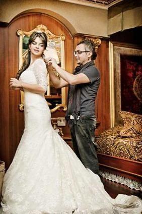 Kavak Yelleri dizisiyle yıldızı parlayan Pelin Karahan geçen yıl sürpriz bir biçimde evlendi. Erdinç Bekiroğlu ile dünyaevine giren Karahan 1984 doğumlu. Çift Barcelona'da evlendi.