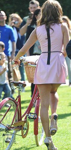 """İngiltere'de """"Sky Ride"""" adlı kampanyanın amacı 2013 yılına kadar düzenli olarak bir milyondan fazla bisiklete binen insana ulaşmak."""