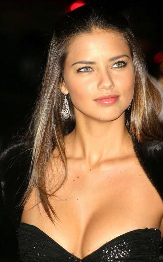 Adriana Lima ise geçen yıl 7 milyon dolar kazandı.. Elbette bu paranın çoğu Victoria's Secret'tan geldi.
