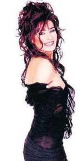 UZAY HEPARI İÇİN SEZEN'İ KAYBETTİ 1990'da Sezen Aksu'nun İzmir'de bir gece kulübünde dinleyip elinden tuttuğu Yıldız Tilbe, daha sonra onun vokalisti olmuştu.