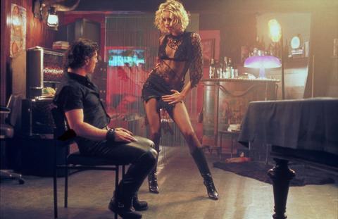 11-Laure / Lily (Rebecca Romijn) (Öldüren Kadın / Femme Fatale) (2002):   Gelmiş geçmiş bütün 'femme fatale' prototiplerini içinde bulunduran çok kimlikli bir karakterin, erkekleri elinde oynatmasından 'seksi'lik, 'bayağı'lık ve 'kopyala-yapıştır' odaklı bir yapı çıkarır. Brian De Palma'nın katkısıyla fazlaca çok katmanlı şeyin temsiline dönüşmüştür bu eser. Postmodern bir femme fatale prototipiyle de sinemaya Rebecca Romijn'i armağan etmiştir.