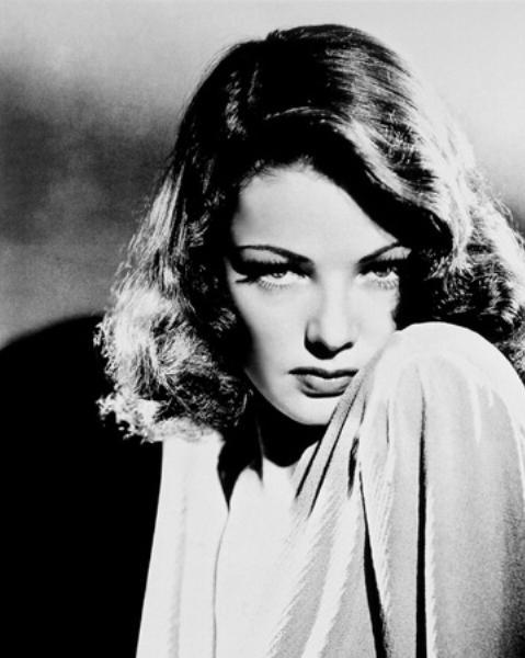 17-Laura Hunt (Gene Tierney) (Laura) (1944):   Bir dedektifi ölüyken kendine aşık etmeyi beceren Laura Hunt, muhtemelen 'cinayet araştırma filmleri'nin damarından yükselen bir kadın figürüdür. Gene Tierney de burada Otto Preminger'in 'mesafeli' yaklaşımıyla 'femme fatale' temsilinde iz bırakmıştır. 'Tablodaki kadın' imgesi adına olmayacak şeylere imza atmıştır.