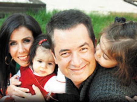 Bu evliliğinden Leyla ve Yasemin adında 2 kızı oldu.