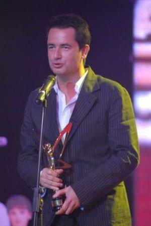Şimdiye kadar 40'a yakın ödül alan Ilıcalı, 6 kez Altın Kelebek ödülüne layık görüldü.