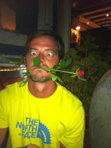 ALP KIRŞAN Survivor yarışmasından elendikten sonra aldığı kilolarla dikkat çeken Alp Kırşan da tatilini Bodrum'da sürdürüyor.   Kırşan bu fotoğrafını twitter sayfası aracılığı ile tüm sevenlerine gönderdi.