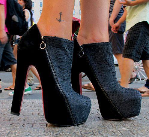 Kalın topuklu fermuar detaylı ayakkabı