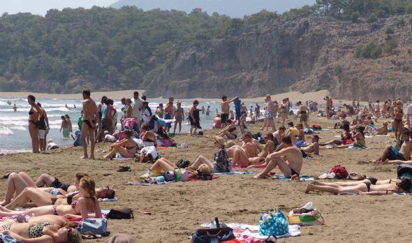 Muğla'nın Ortaca İlçesi'ne bağlı Dalyan Beldesi'ndeki İztuzu Plajı, Ramazan ayının başlamasıyla birlikte yabancı turistlere kaldı.