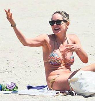 Her ne kadar gevyeşen kasları yüzünden eleştirilse de onun artık 54 yaşında olduğunu unutmamak gerek.