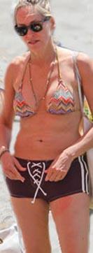 Stone 60 yaşına 6 yıl kala hala bikinisini giyiyor.