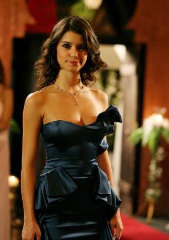 Kadın oyunculara gelirsek... Beren Saat de Türkiye'nin en çok kazanan yıldızlarından biri.