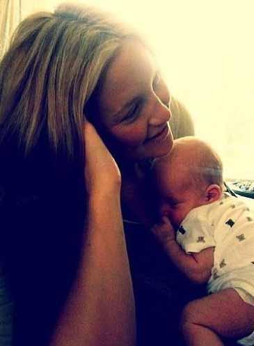Kate Hudson ve yeni doğan bebeği.