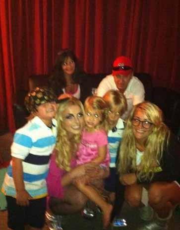 Britney Spears ailesiyle birlikte.