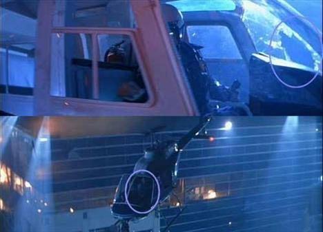 Terminator 2: Judgement Day (Terminatör 2: Mahşer Günü)  Helikopter camı T-1000'in kendini helikopetere doğru attığı ve ön camı kırarak girdiği sahneden birkaç sahne sonra camın ortasındaki deliğin bir anda kaybolduğunu görüyoruz.