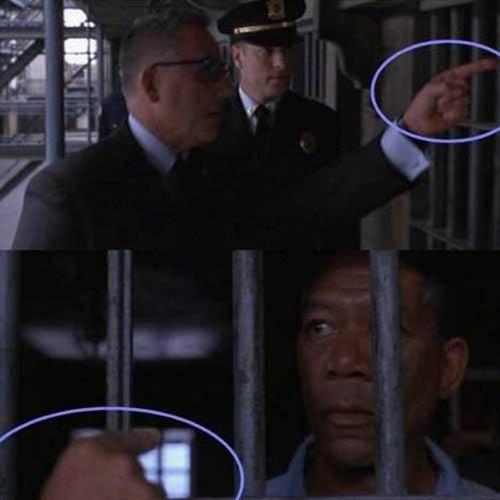 The Shawshank Redemption (Esaretin Bedeli)   Hücreyi işaret eden elin değişmesi Andy'nin firar ettiğinin farkedildiği ve hapishane müdürünün onun hücresine doğru gittiği sahnede, müdür gardiyana Morgan Freeman'ı göstererek sorgulanmasını ister ancak kameranın çekim açıları değiştiğinde ilk başta sol el ile işaret edilen Morgan Freeman'ın sağ el ile işaret edildiğini görebilirsiniz.