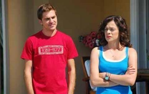Düzyatan gerçek hayattaki sevgilisi Özge Özpirinçci ile de Cesaretin Var Mı Aşka dizisinde tanıştı.