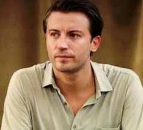Güleç asıl ününü Öyle Bir Geçer Zaman ki dizisinde canlandırdığı Ahmet karakterine borçlu.