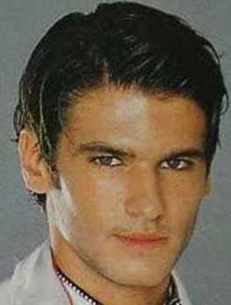 Esir Kalpler, Maçolar gibi dizilerde oynayarak kariyerine başladı Tolgahan Sayışman.