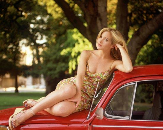 Christina Applegate, People dergisinin en güzel 100 insan listesinin ilk sırasında yer aldı. Göğüs kanserini yenmek için, geçtiğimiz aylarda her iki göğsünü birden aldıran 37 yaşındaki ünlü oyuncuya göre, en büyük kusuru kısa bacakları.