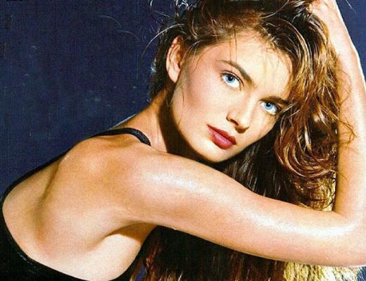 80 ve 90'ların ünlü mankenlerinden Paulina Porizkova bebeksi güzelliğiyle dikkat çekiyordu.