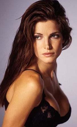 Stephanie Seymour da Guns'n Roses grubunun klibinde güzelliğiyle nefes kesmişti.