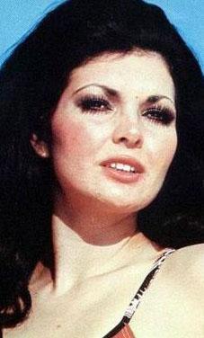 Eski mankenlik kraliçesi olan Verel, bazı sinema filmlerinde de oynadı.